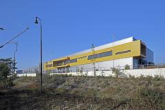 Nová skladovací a distribuční hala, v niž bylo umístěno také administrativní oddělení, navazuje na halu, která byla postavena již dříve, v současné době se pracuje na návrhu další etapy
