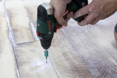 Aplikace Baumit Nivello na dřevěný podklad – fixace nestabilních prvků původní dřevěné podlahy