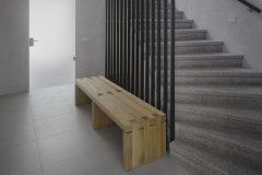 Otevřené schodiště vytváří průhledy přes všechna podlaží