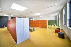 V interiérech byl pro autory projektu důležitý výběr barev, které tvoří charakteristický prvek školy