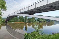 Lávka řeku překlenuje jedním polem bez mezilehlých podpěr, koncepce průniku oblouku a mostovky je navíc silným tématem zaručujícím čitelnost koncepce i její estetické vnímání