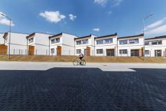 V severovýchodní části projektu je situován soubor řadových domů, rovněž vyzděných z cihel HELUZ