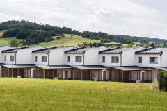 Ve čtyřech blocích obytného souboru Harcovna se nachází 66 bytů různých velikostí. Domy byly vybudovány z cihelných systémů HELUZ.