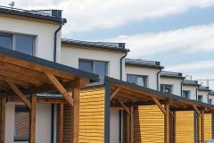Řadové domy jsou od sebe vizuálně odděleny