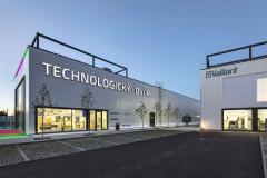 Technologický dvůr České Budějovice tvoří skladové haly, showroom pro předvedení výrobků a místo, kde dodavatelé technologií mohou jednat se zákazníky