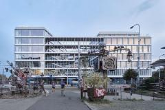 Budovu Visionary tvoří dvě hmoty propojené středovým šestipatrovým krčkem