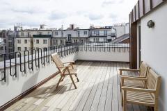 Podkrovní byt má novou terasu, orientovanou k severu
