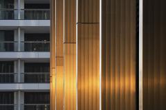 """Předsazené stínicí lamely – tvar """"ploutve"""" určili designéři až po několika experimentech. Vyrobeny byly ze speciální slitiny hliníku."""
