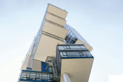 Perfektní k podbití střech, říms a podhledů exteriérů pro budovy do výšky až 25 m