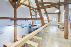 Hlavním cílem půdní vestavby bylo zachovat viditelné prvky střešní trámové dřevěné konstrukce
