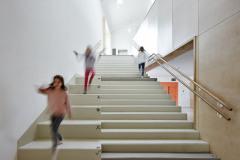 Centrální schodiště u hlavního vstupu