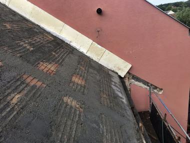 Sedlová střecha po betonáži