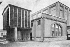 Strojovna s etážovou chladírnou v pozadí, 1930