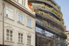 Nová budova přináší do místa osvěžení také díky zeleni na střeše a na fasádě