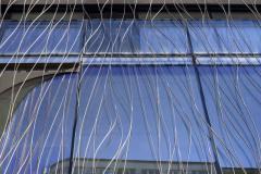 Mříž na skleněné fasádě je uměleckým dílem