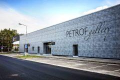 Myšlenka vybudování obchodního a kulturního centra vznikla sto padesát let od založení firmy Petrof. Pro tento záměr byla vybrána severní loď výrobní a skladové haly.