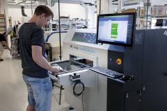Koncept řízení vnitřního klimatu udržuje vysoce čisté a kvalitní pracovní prostředí pro vývoj a výrobu průmyslové elektroniky nejvyššího světového standardu