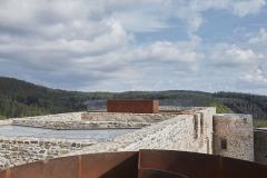 Prohlídková trasa umožňuje poznávat historii stavby paláce a díky novým vyhlídkám v úrovních původních stropů, hradeb a střechy také krajinu v okolí hradu