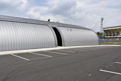 Krytá ledová plocha vznikla v bezprostředním kontaktu se sportovní halou a v blízkosti tréninkového fotbalového hřiště FK Teplice. Autor projektu zvolil architektonické řešení, které akcentuje provozní propojení obou objektů.
