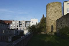 Obnovený funkcionalistický dům tvoří se sousední novostavbou harmonický celek