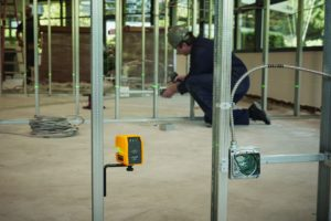 Laser level - electrical installation_300dpi_100x67mm_D_NR-21815